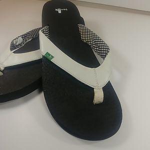 NWOT Sanuk Sandals US 10 EU 41 Great 4 the gym